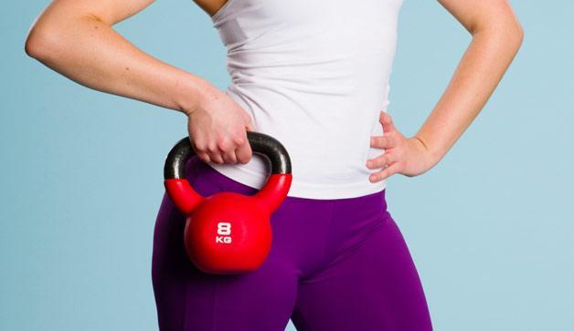 6 Kettlebell oefeningen voor een Strakke & Platte Buik